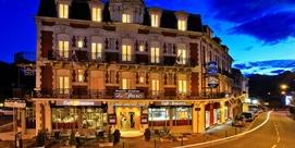 Hotel de estilo sobre la parte alta de Lourdes