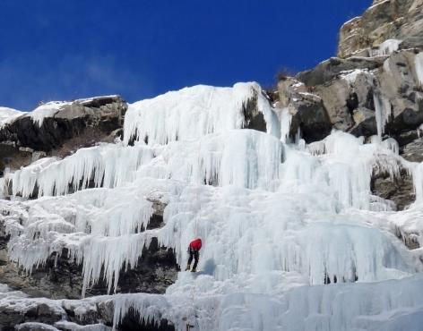 4-Cascade-de-glace-2-BUREAU-DES-GUIDES.jpg