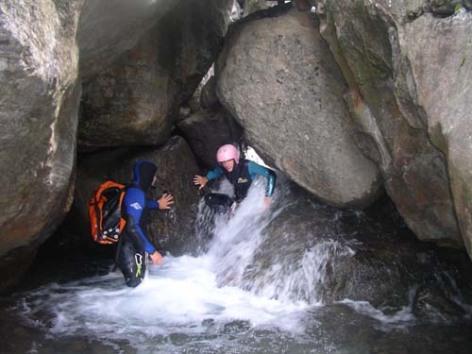 9-canyon2-michelbourdet-HautesPyrenees.jpg