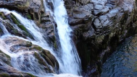 0-Excursions-4x4-cascade.jpg