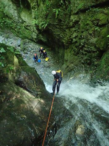 0-Canyon---descente-rappel-1.JPG