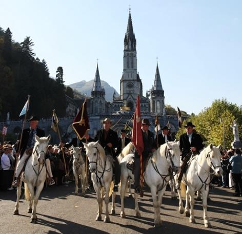 Toutes les Informations concernant Lourdes (Dates des pèlerinages - Le Journal des Grâces) 0-Pelerinage-des-gardians-Lourdes