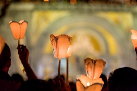0-Flambeaux-gros-plan-HD-2015---P.-Vincent-OT-Lourdes.jpg