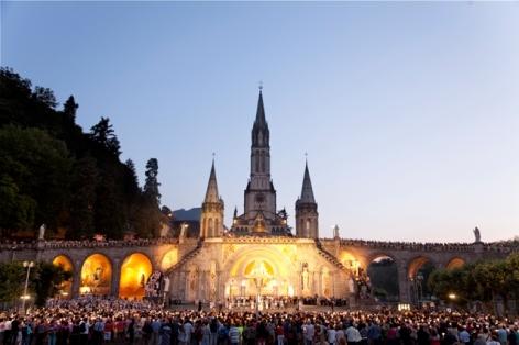 0-Lourdes-Sanctuaire-pelerinage.jpg