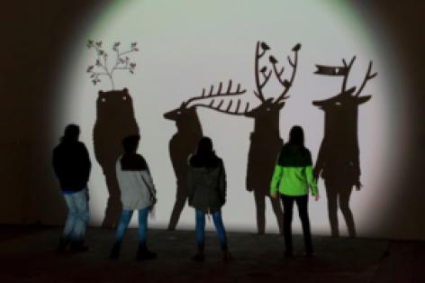 0-Atelier-Jeux-dombres-oeuvre-de-Camille-Scherrer-300x200.png