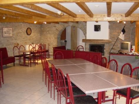1-Gite-des-Templiers-salle-commune.jpg