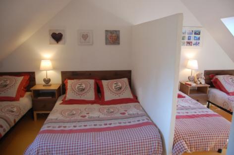 5-chambre2-fredel-sazos-HautesPyrenees.jpg
