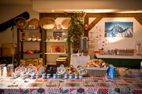 4-buffetpetidejeuner-hameaurollot-bareges-HautesPyrenees.jpg