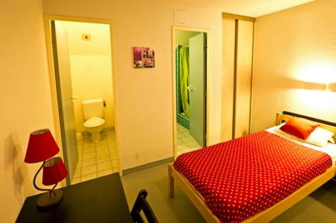 7-chambre3-hameaurollot-bareges-HautesPyrenees.jpg