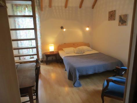 2-chambre1-grangeaubois-viella-HautesPyrenees.jpg