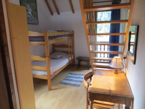 4-chambre2-grangeaubois-viella-HautesPyrenees.jpg