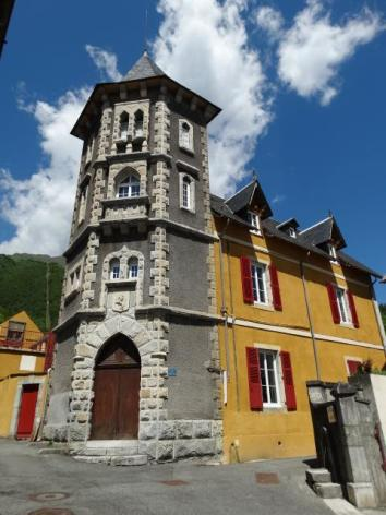 4-TOUR-CHATEAU-ROLLAND-WEB.jpg