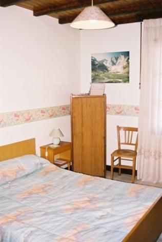4-chambre-roquant-arcizansavant-HautesPyrenees.jpg