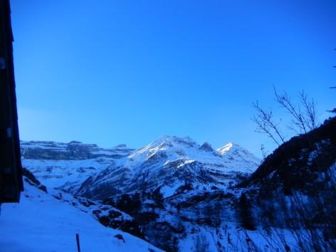 12-HPG146---Grange-Le-Clos---vue-sur-le-cirque-en-hiver--2-.jpg