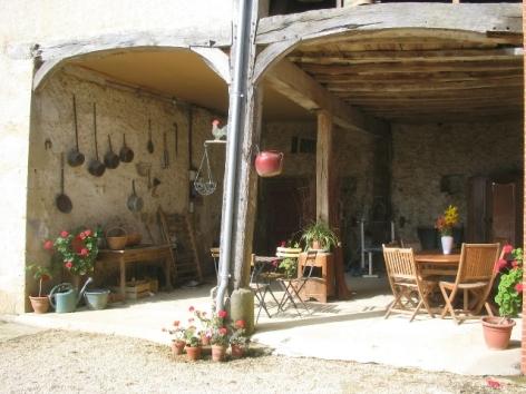 12-HPCH89---La-ferme-de-Tecouere---salon-d-ete.jpg