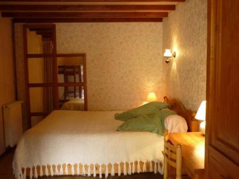 3-Chambre1-Estaing-PIQUE.jpg
