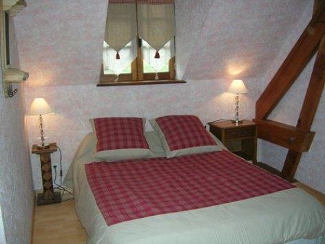 2-chambre-lousteauetoile-sereenlavedan-HautesPyrenees.jpg