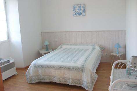 1-HPG117---Maison-Carmou---chambre2.JPG