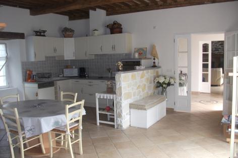 3-HPG117---Maison-Carmou---cuisine.JPG