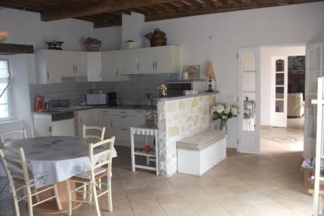 4-HPG117---Maison-Carmou---cuisine.JPG