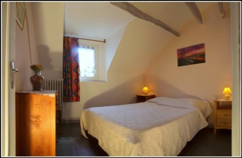 2-Chambre1-Meuble-Clevacances-Fontan-2.jpg
