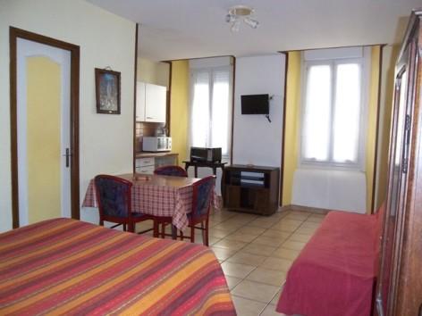 1-Lourdes-studio-1er-etage-Latre--2-.JPG