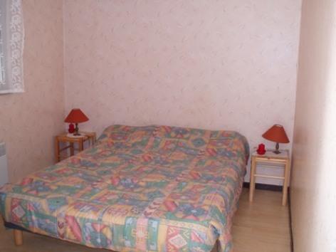 1-chambre-schmitt-argelesgazost-HautesPyrenees.jpg