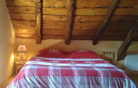 6-CAUSSIEU-Francis--Grange-6-pers----chambre-1.jpg