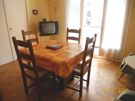2-salon1-arribet-argelesgazost-Hautes-Pyrenees.jpg