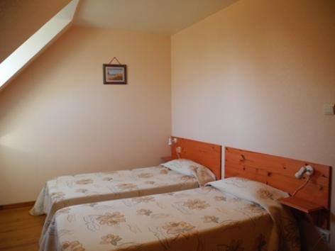 3-chambre1-habatjou2-ayzacost-argelesgazost-HautesPyrenees.jpg