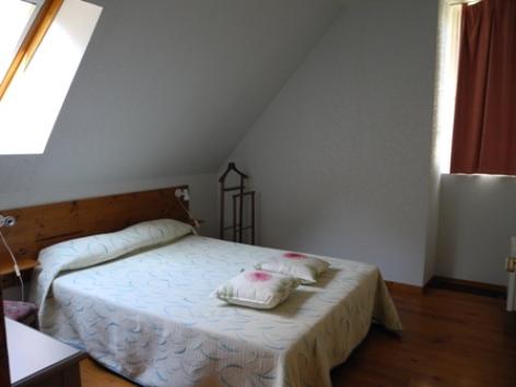 3-chambre2-habatjou2-ayzacost-argelesgazost-HautesPyrenees.jpg