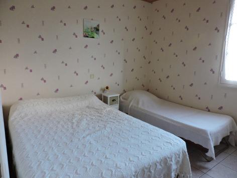 4-chambre1-tesson-saintsavin-HautesPyrenees.jpg
