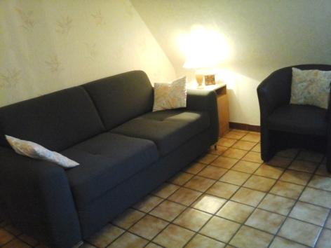 12-Lourdes-Gite-a-l-Etage-MME-LARRALDE-Salon.jpg