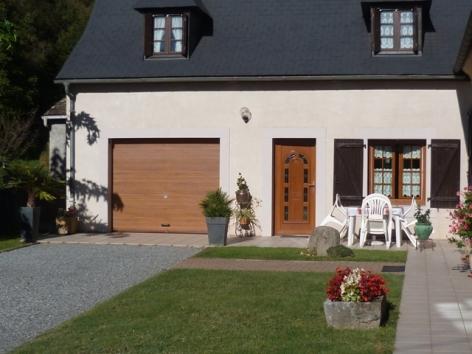 9-Lourdes-Gite-a-l-Etage-MME-LARRALDE-Facade-maison.JPG