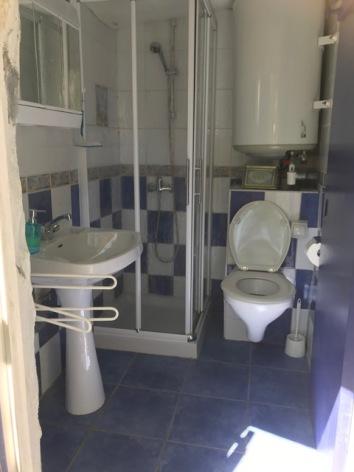 11-Petit-Blue-badkamer.jpeg