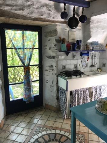 6-Petit-Blue-keuken-uitzicht.jpeg