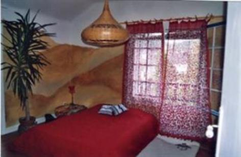 3-chambre-chambred-hoteentrecouette-argelesgazost-HautesPyrenees.jpg
