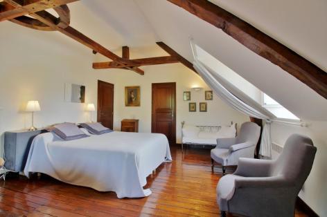 2-Chambre-Cabar-ayzacost-HautesPyrenees.jpg