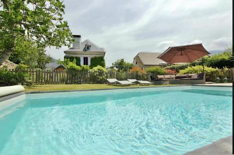 6-piscine-Cabar-ayzacost-HautesPyrenees.jpg