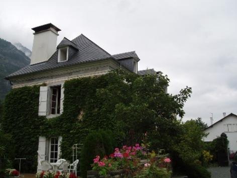 8-facade1-chambred-hotemaisonbellocq-ayzacost-HautesPyrenees.jpg
