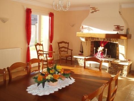 10-salleamanger1-chambred-hoteleberierot-ouzous-HautesPyrenees.jpg