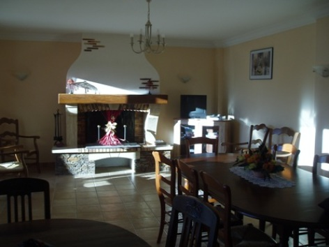 11-salleamanger-chambred-hoteleberierot-ouzous-HautesPyrenees.jpg