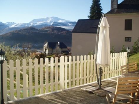 11-terrasse-chambred-hoteleberierot-ouzous-HautesPyrenees.jpg