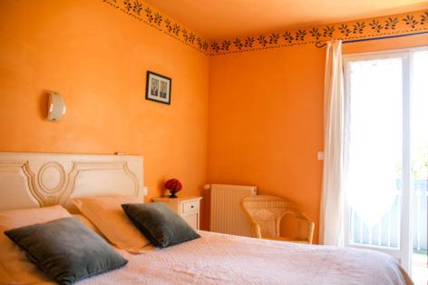 3-chambre2-leberierot-ouzous-HautesPyrenees.jpg