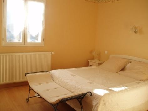 5-chambre5-chambred-hoteleberierot-ouzous-HautesPyrenees.jpg