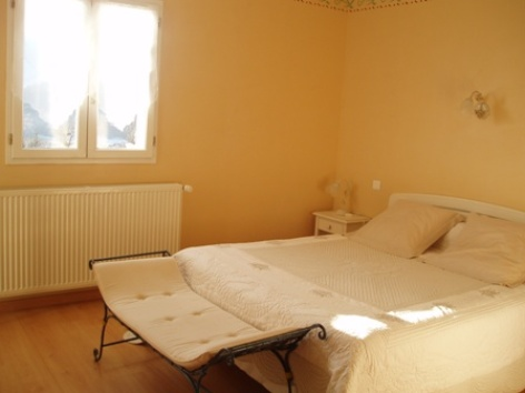 6-chambre5-chambred-hoteleberierot-ouzous-HautesPyrenees.jpg