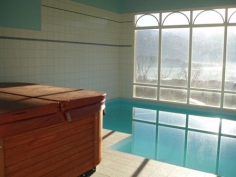9-piscine-chambred-hoteleberierot-ouzous-HautesPyrenees.jpg