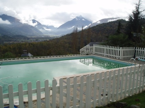 10-piscine-chambred-hotemaisonmayou-ouzous-HautesPyrenees.jpg