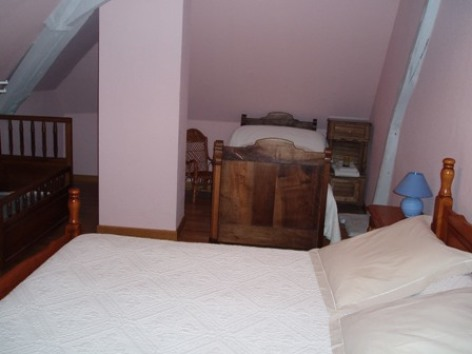 5-chambre5-chambred-hotemaisonmayou-ouzous-HautesPyrenees.jpg
