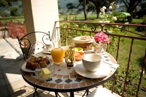 10-terrasse-chambred-hotechaletsvalleesdesgaves-adast-HautesPyrenees.jpg